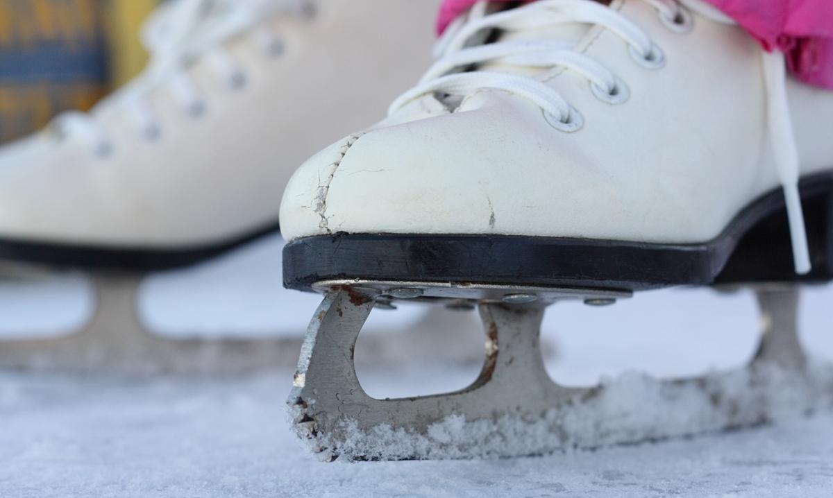 Teaching kids how to ice skate