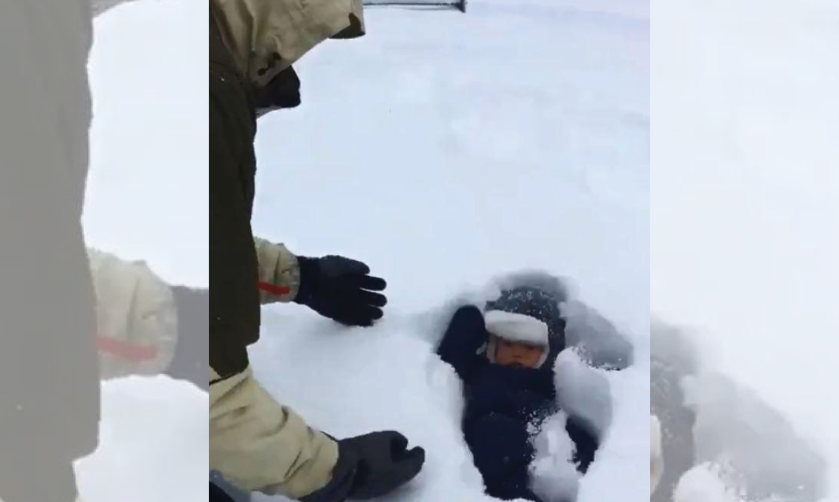 new york dad accidentally dunks baby in snow
