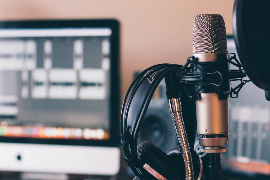 podcasts-for-parents-pexeils