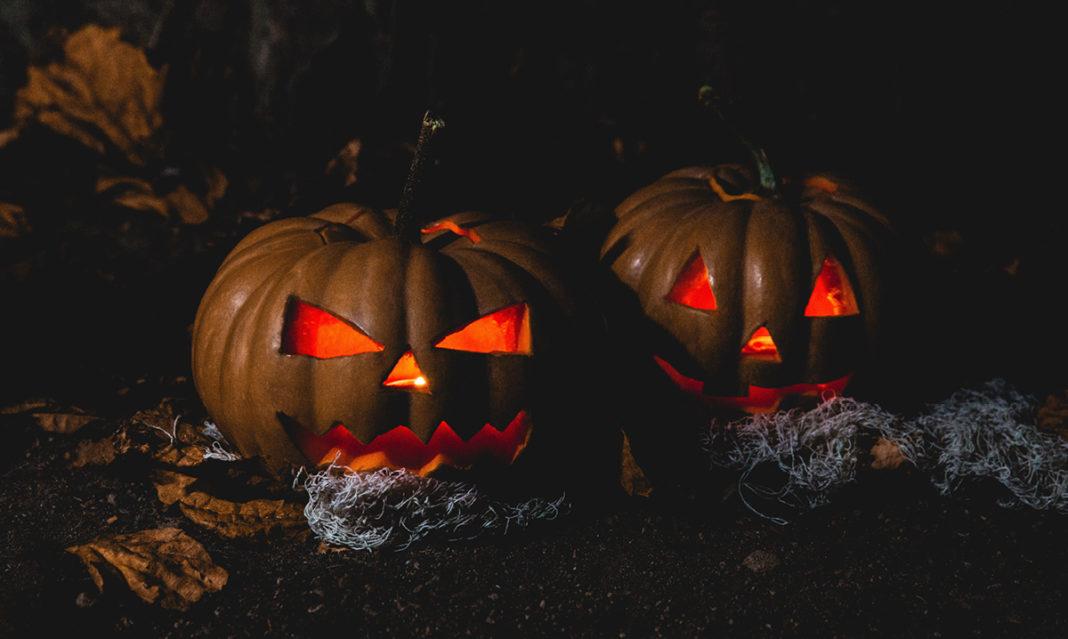 jack o'lanterns with glowing red eyes