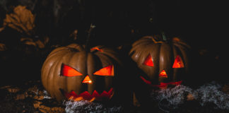 jack o'lanterns with glowing red eyes
