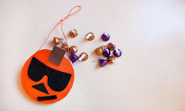 How to Make an Emoji Pumpkin Treat Pouch