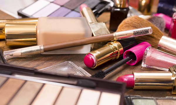 Teen Accidentally Charges $733 in Makeup to Mom's Credit Card
