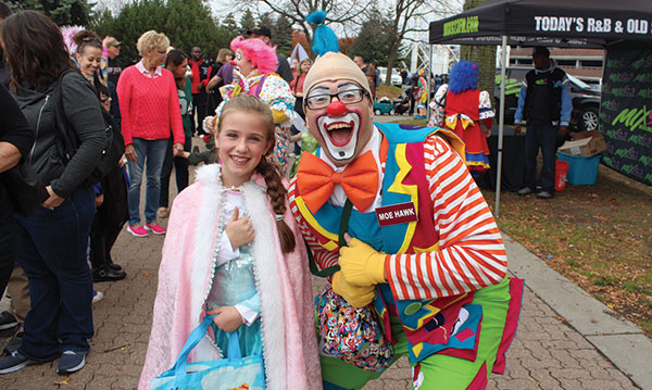 Child with a clown at the Zoo Boo