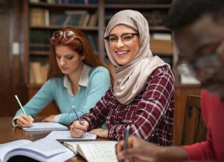 college-checklist-junior-istock-ridofranz
